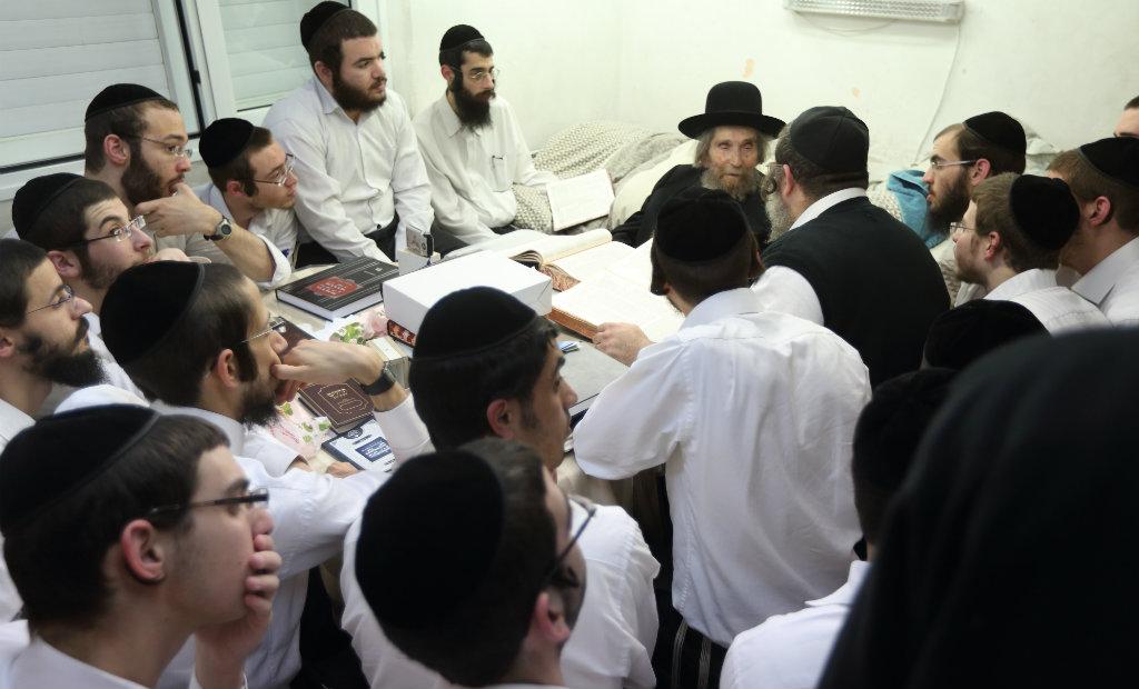הרב שטיינמן עם תלמידים