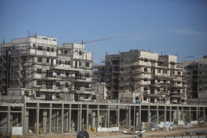 בנייה בחריש (צילום: ליאור מזרחי, פלאש 90)