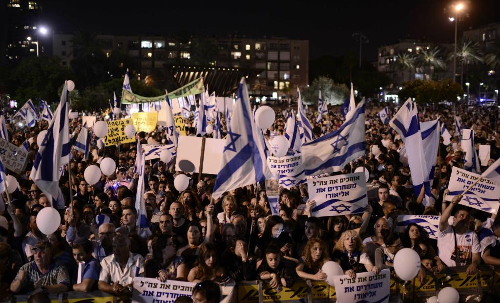 הפגנת תמיכה באלאור עזריה בכיכר רבין (צילום: תומר נויברג, פלאש 90)