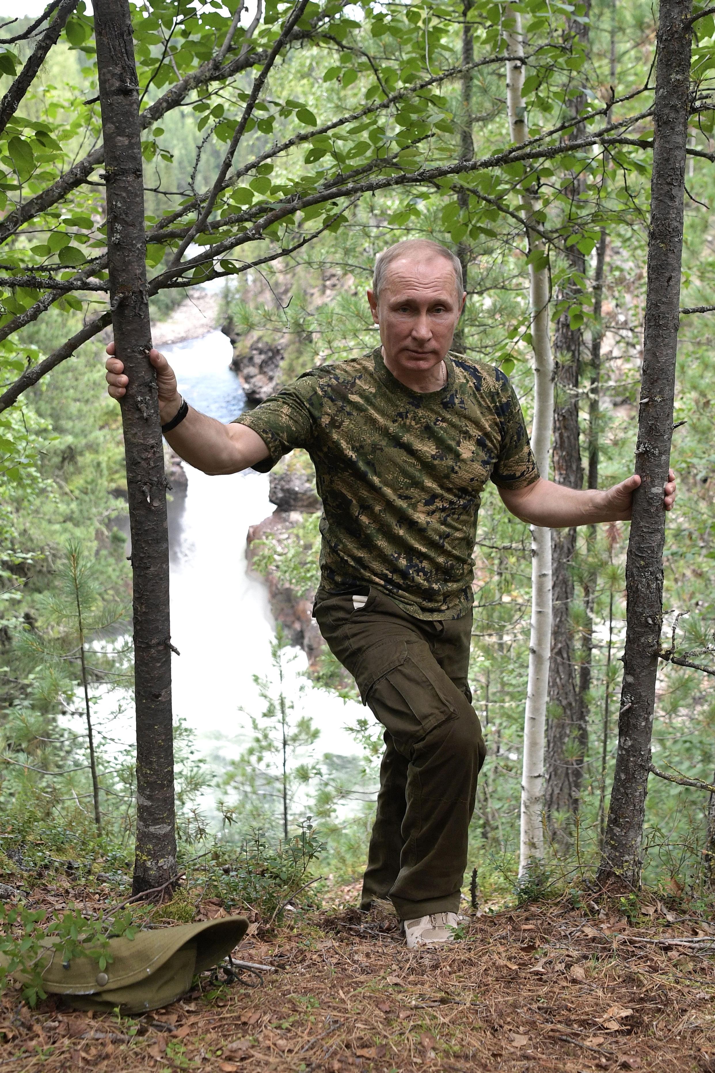 נשיא רוסיה ולדימיר פוטין מטייל בטבע