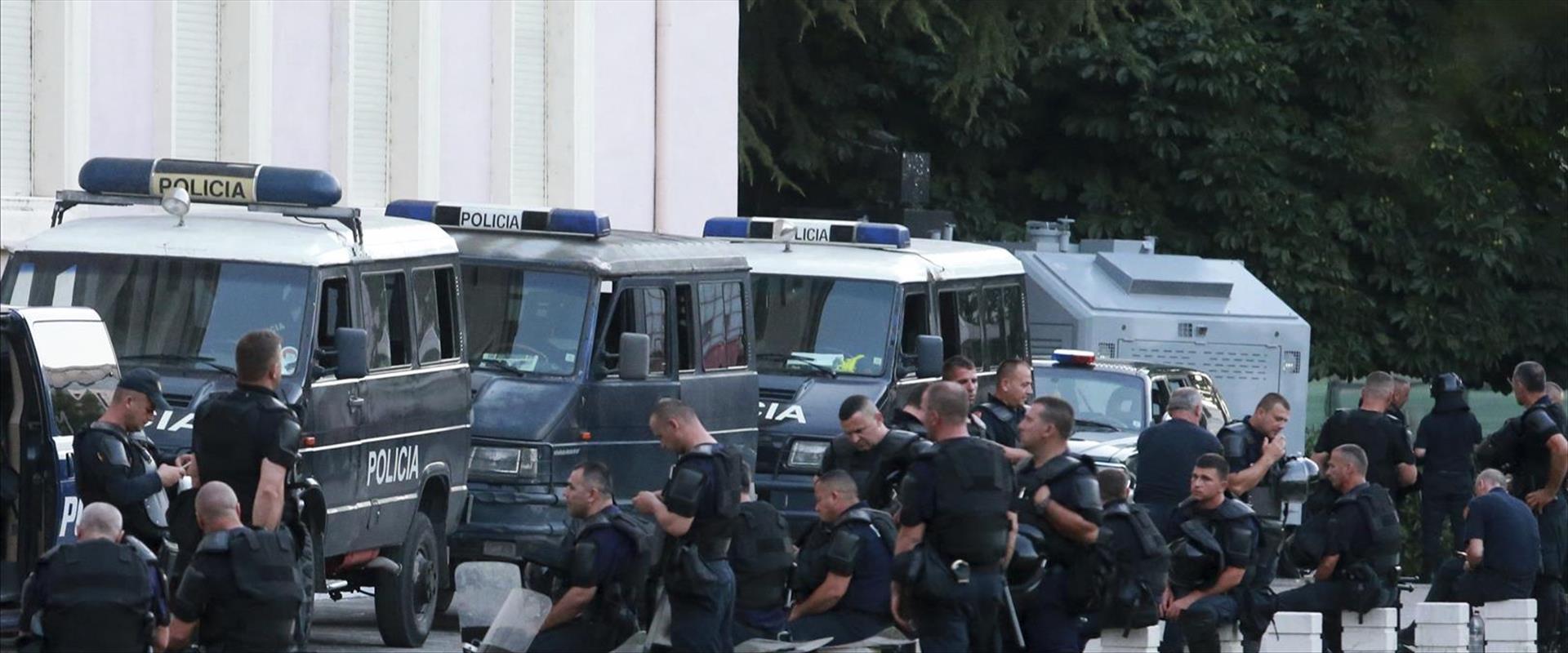 שוטרים באלבניה