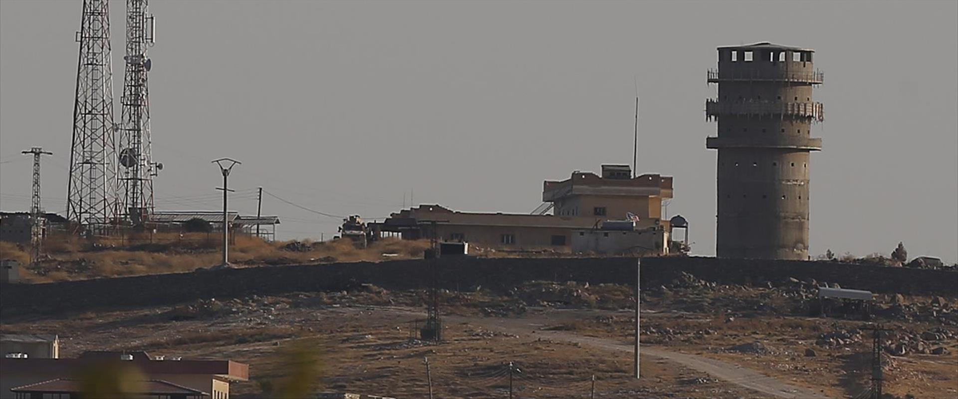 """מוצב של כוחות ארה""""ב על ראש גבעה מחוץ לכובאני שבסור"""