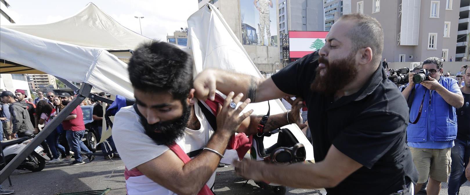 עימות בין פעילי חיזבאללה ומפגינים