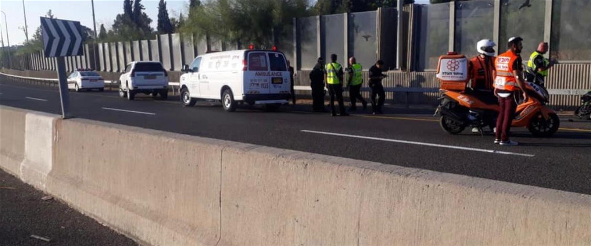 זירת האירוע בתאונה בכביש 443