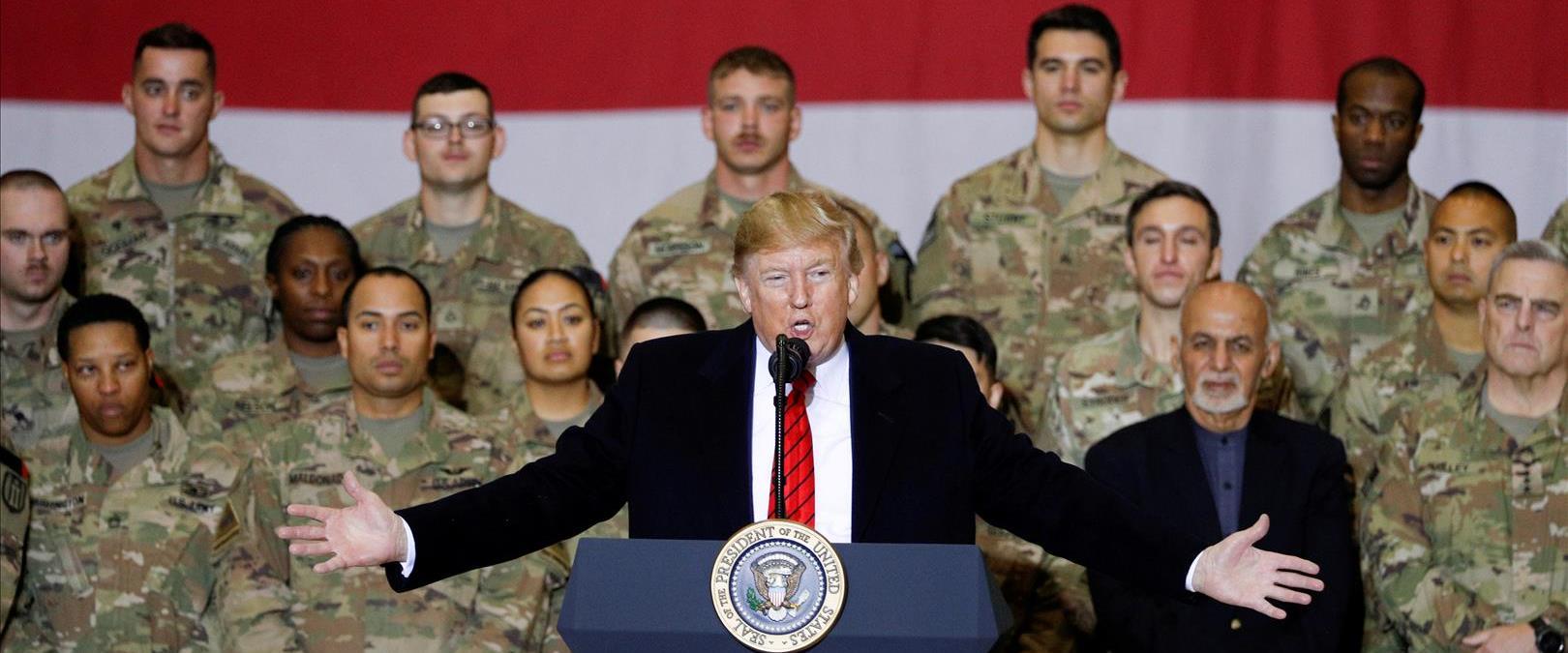 טראמפ וגאני עם חיילים באפגניסטן