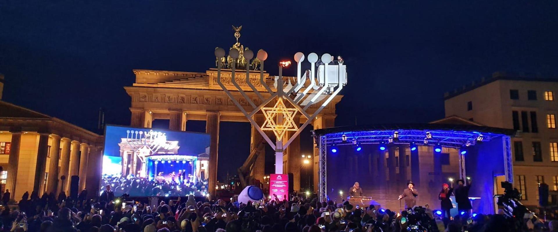 הדלקת נר ראשון של חנוכה בברלין