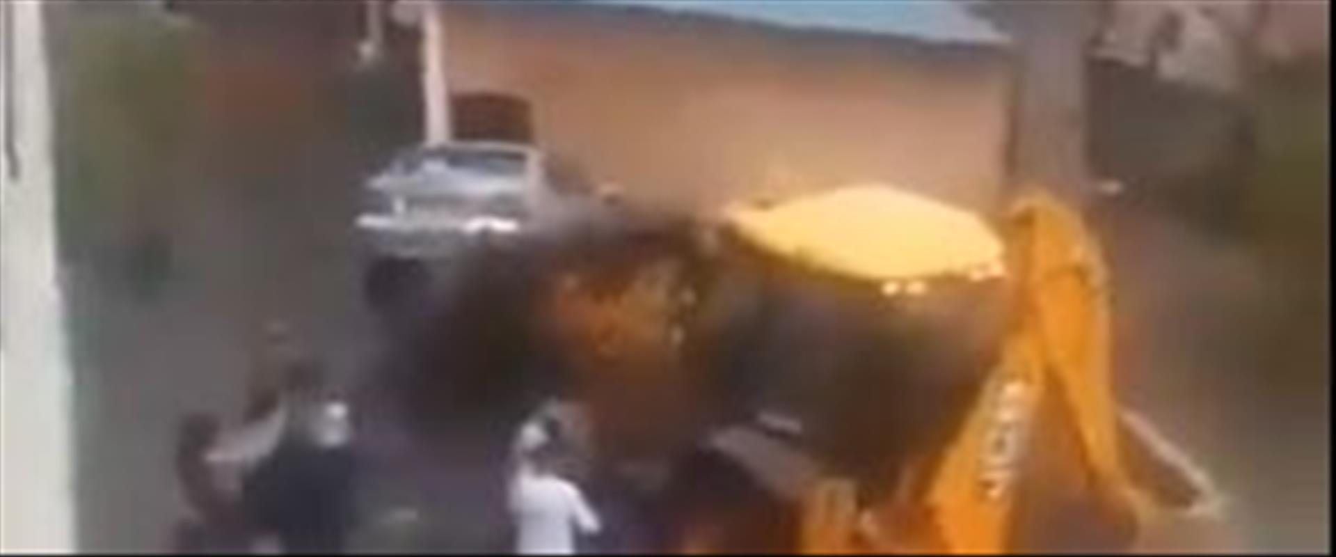 טרקטור מנגח מכונית בעראבה