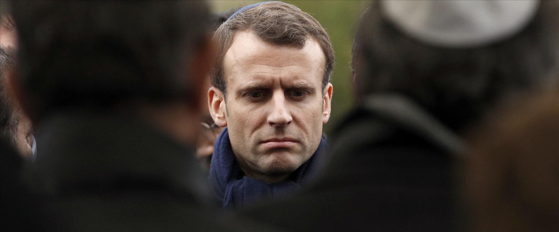 נשיא צרפת, עמנואל מקרון בבית הקברות שהושחט