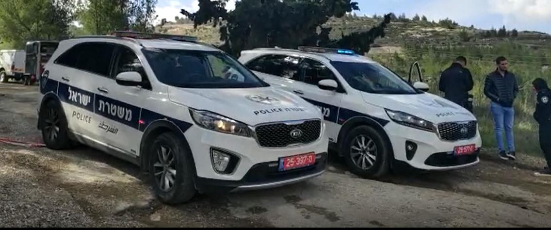 ניידות משטרה הבוקר מזירת הרצח בירושלים