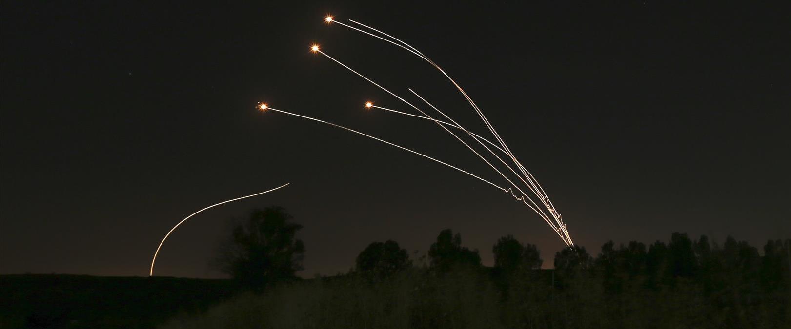 טיל כיפת ברזל משוגר לעבר רקטות מעזה