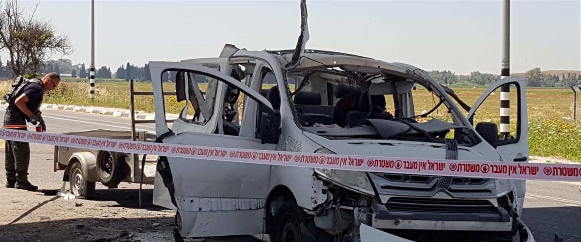 הרכב שנפגע מטיל קורנט סמוך ליד מרדכי