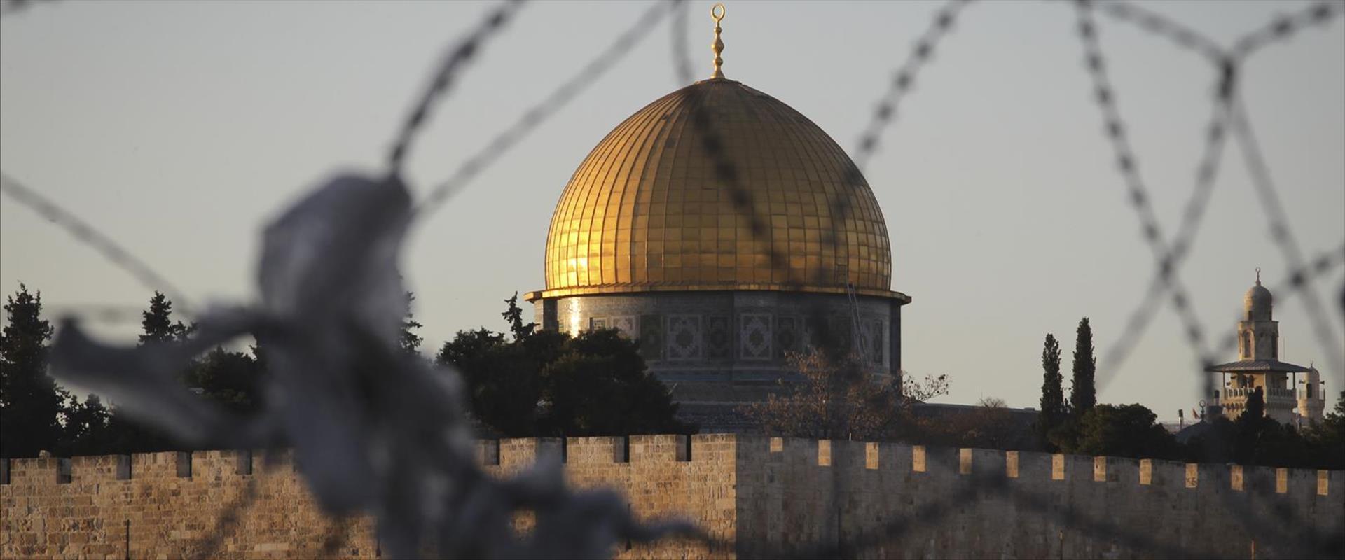 גדר תיל באזור הר הבית בירושלים, ב-2014