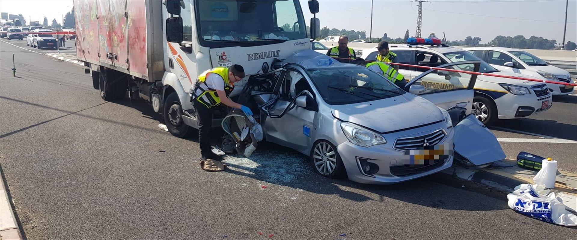 התאונה בכביש 7 בדרום בין משאית לכלי רכב פרטי