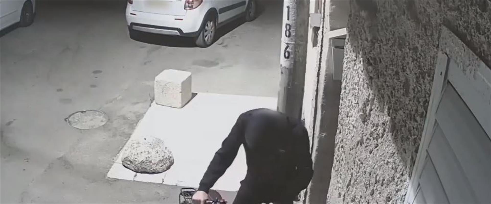 החשוד בירי על אופניו