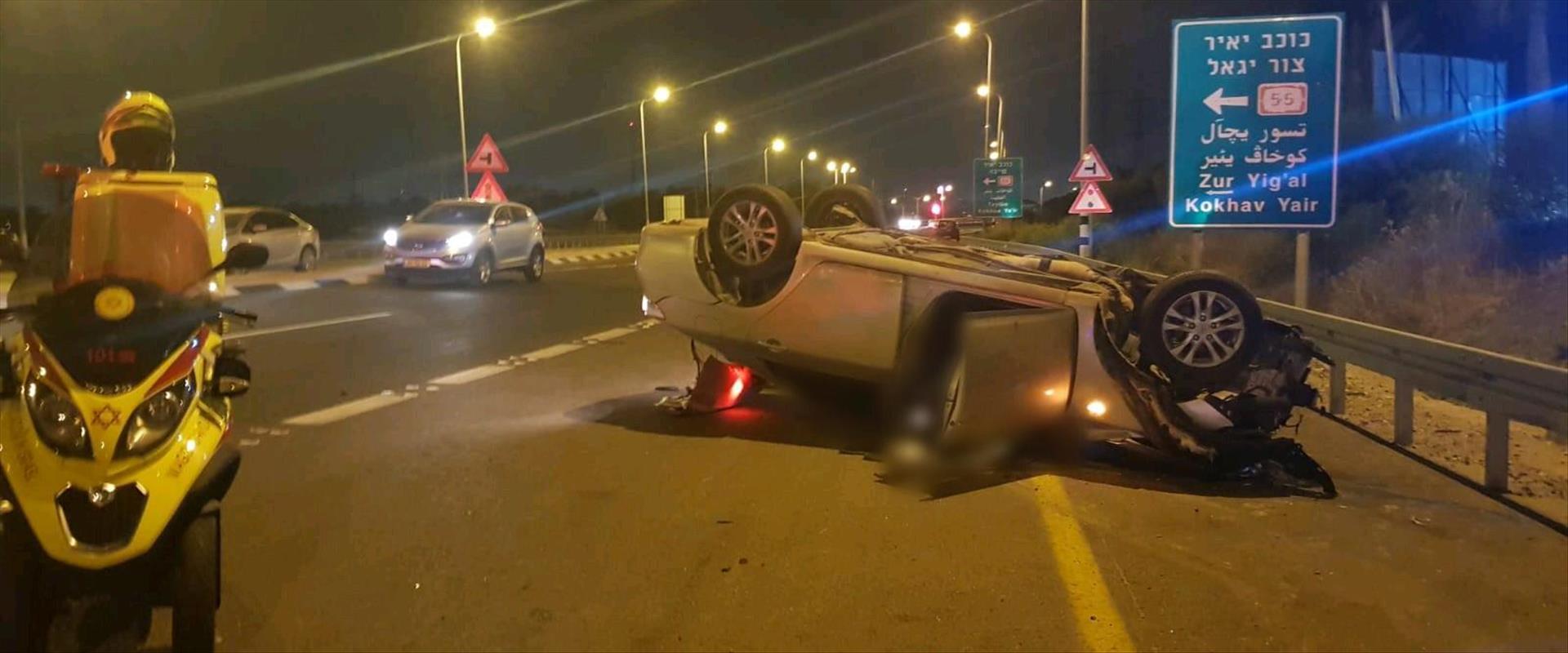 הרכב שהתהפך בעקבות התאונה