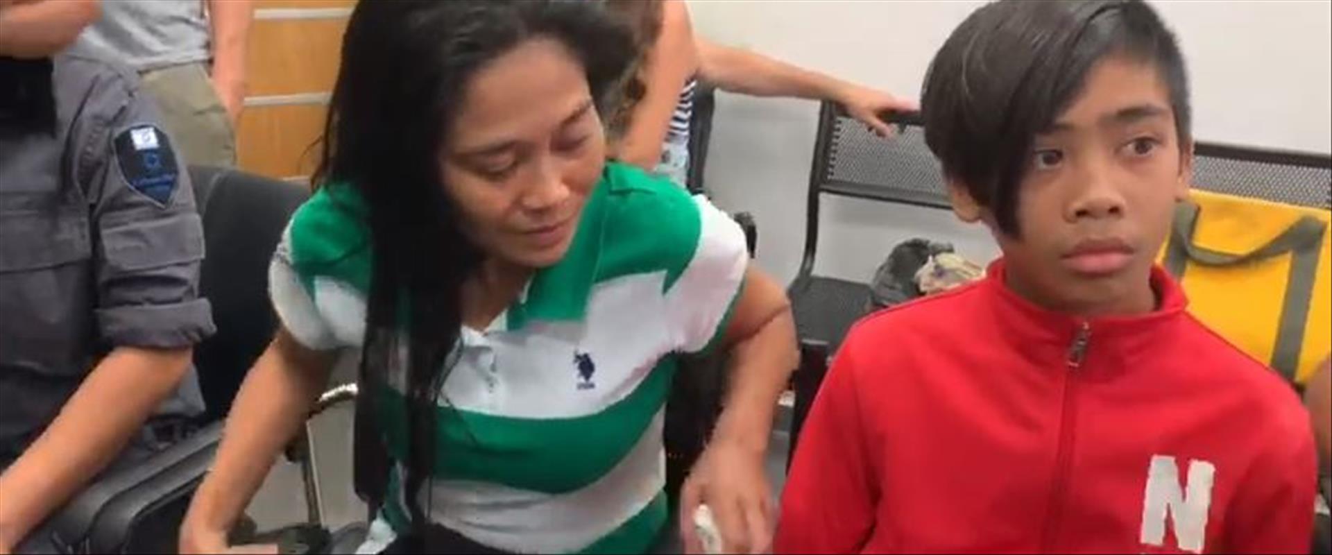 הפיליפינית  ג'רלדין ובנה המיועדים לגירוש