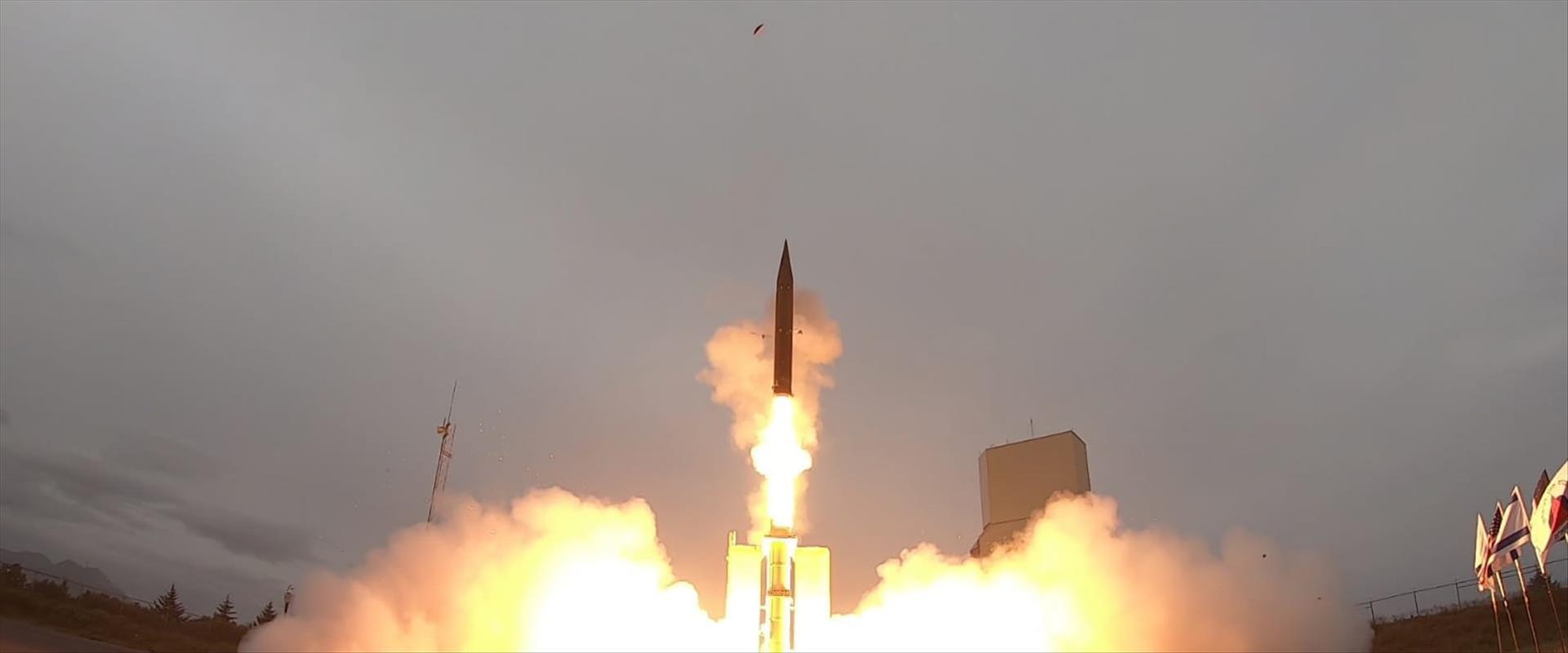 """שיגור טיל """"חץ 3"""" באלסקה"""
