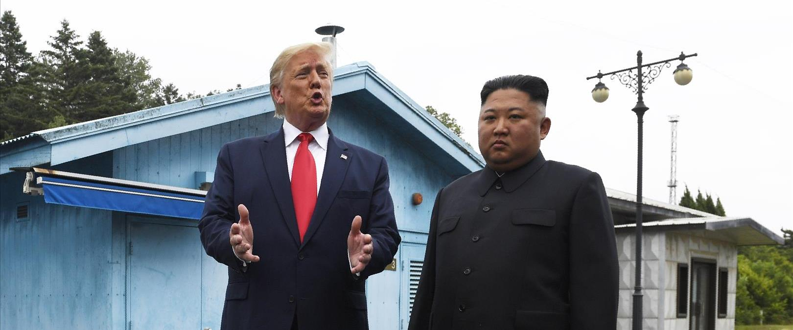 דונלד טראמפ וקים ג'ונג' און