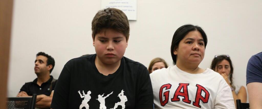 רוזמרי ובנה בדיון בבית המשפט על גירושם