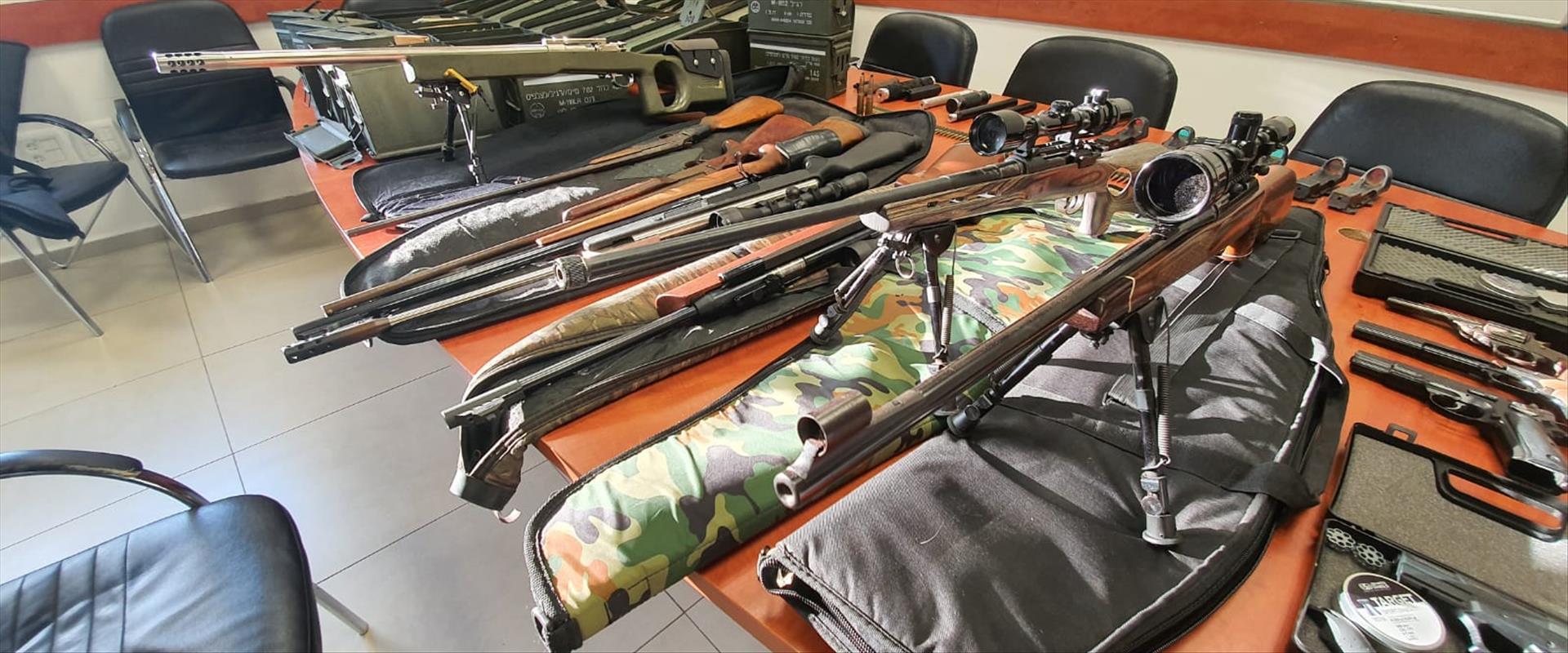 כלי נשק שנמצאו בבית בשומרון