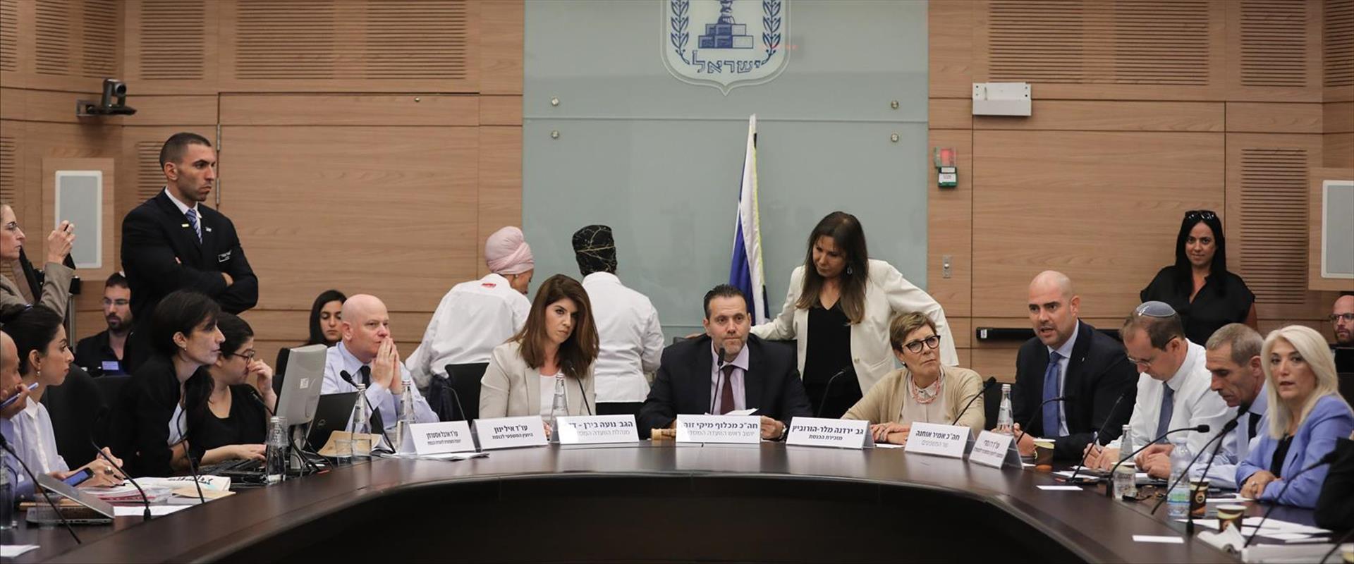 הוועדה הדנה בחוק המצלמות