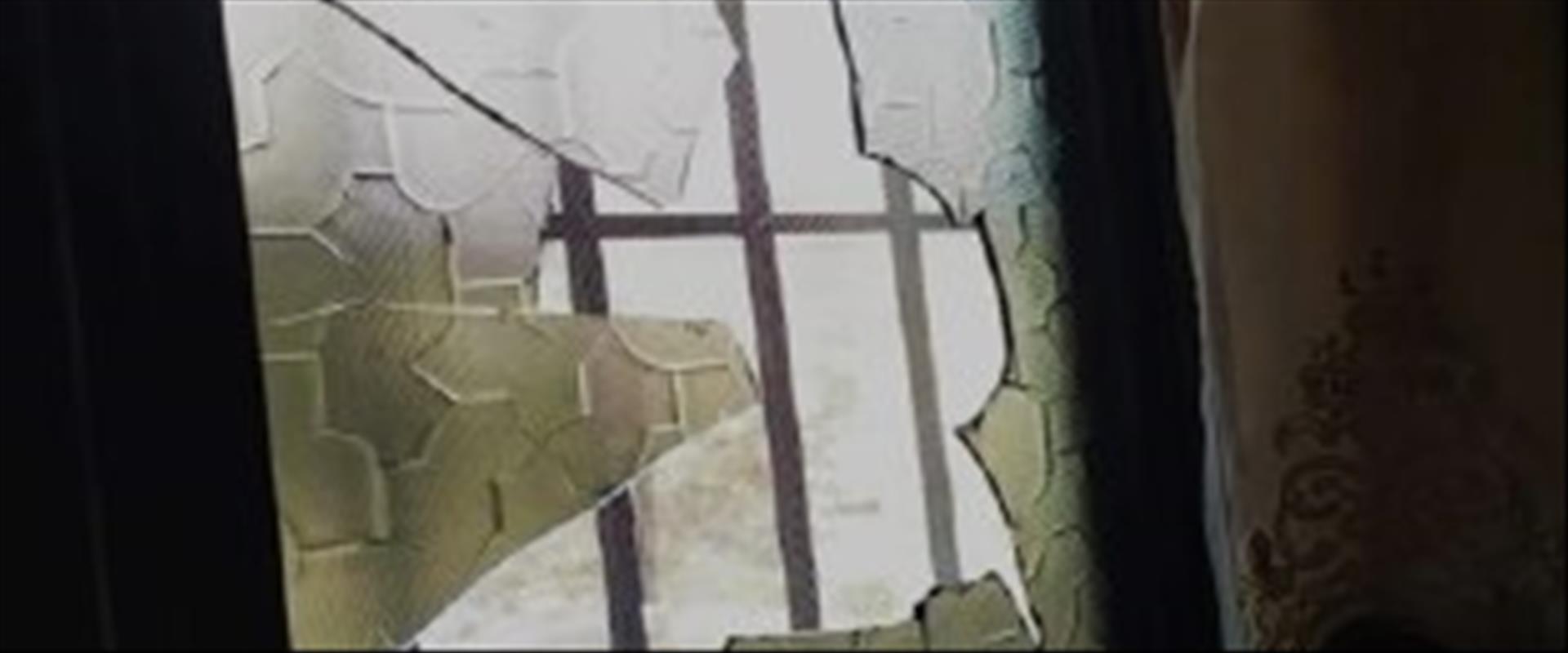 הנזק שנגרם לבית ליד שכם שנזרקו עליו אבנים