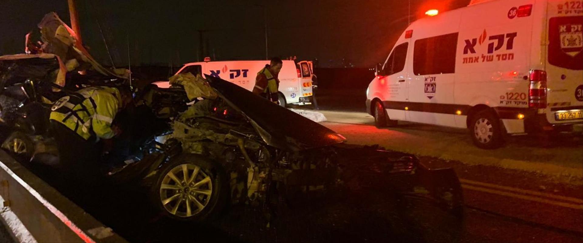 זירת התאונה בכביש 4, הלילה