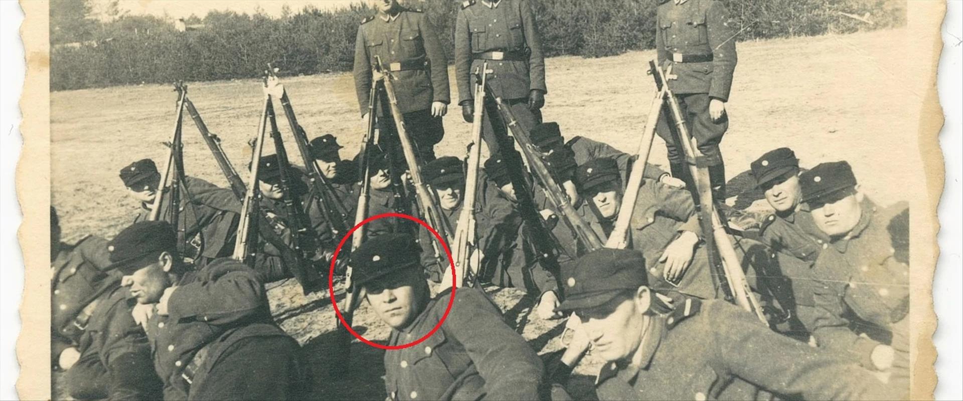 קצינים נאצים, ביניהם דמיאניוק, ליד סוביבור