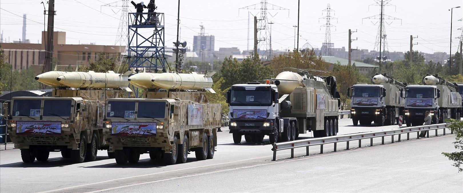 טילים מוצגים במצעד צבאי באיראן, 2018