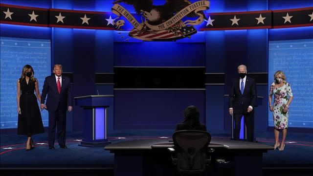 טראמפ וביידן עם בנות זוגם בסוף העימות השני