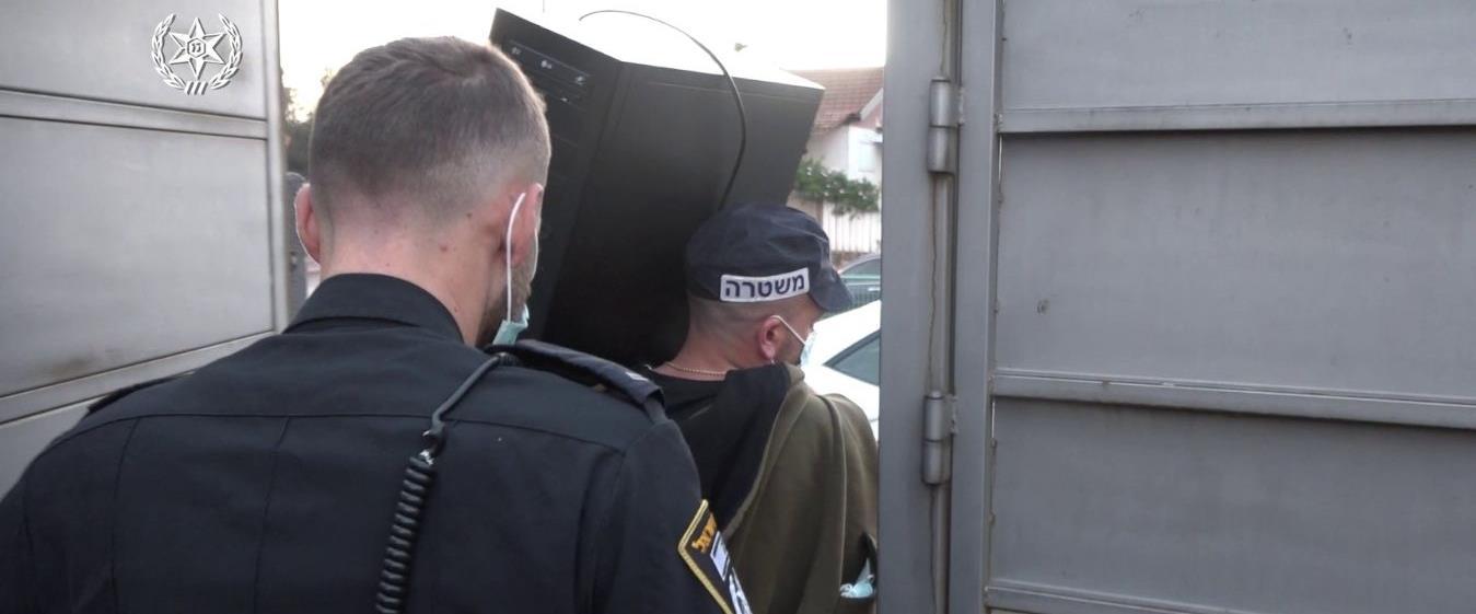 מעצר החשודים, ארכיון