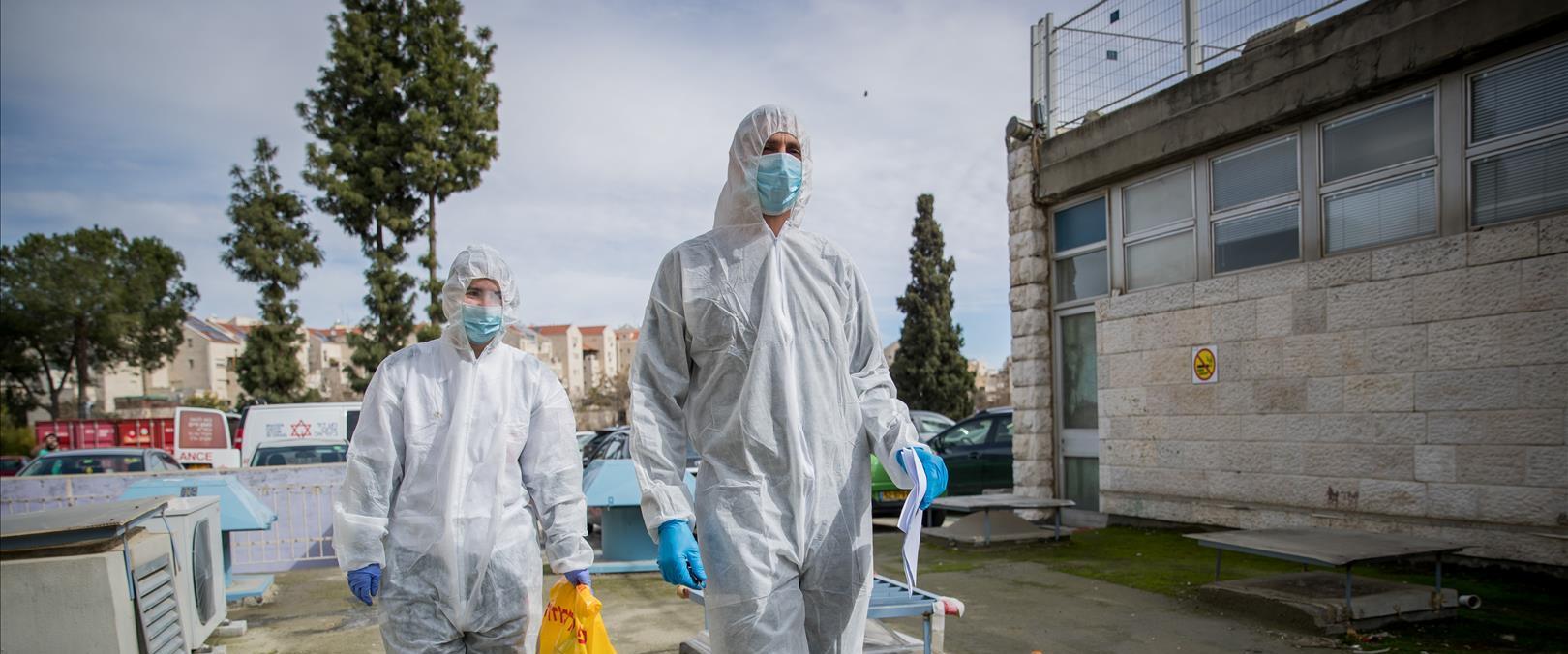 צוות רפואי מתמגן מהקורונה בשערי צדק
