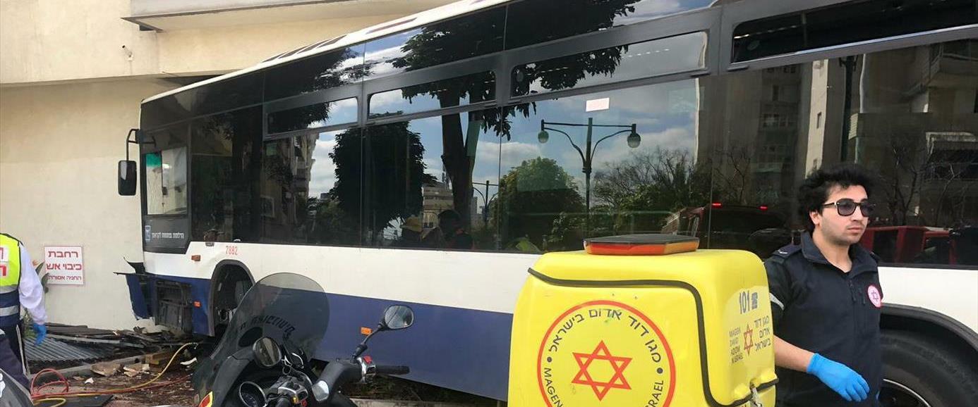 האוטובוס שהתנגש בבניין ברמת גן