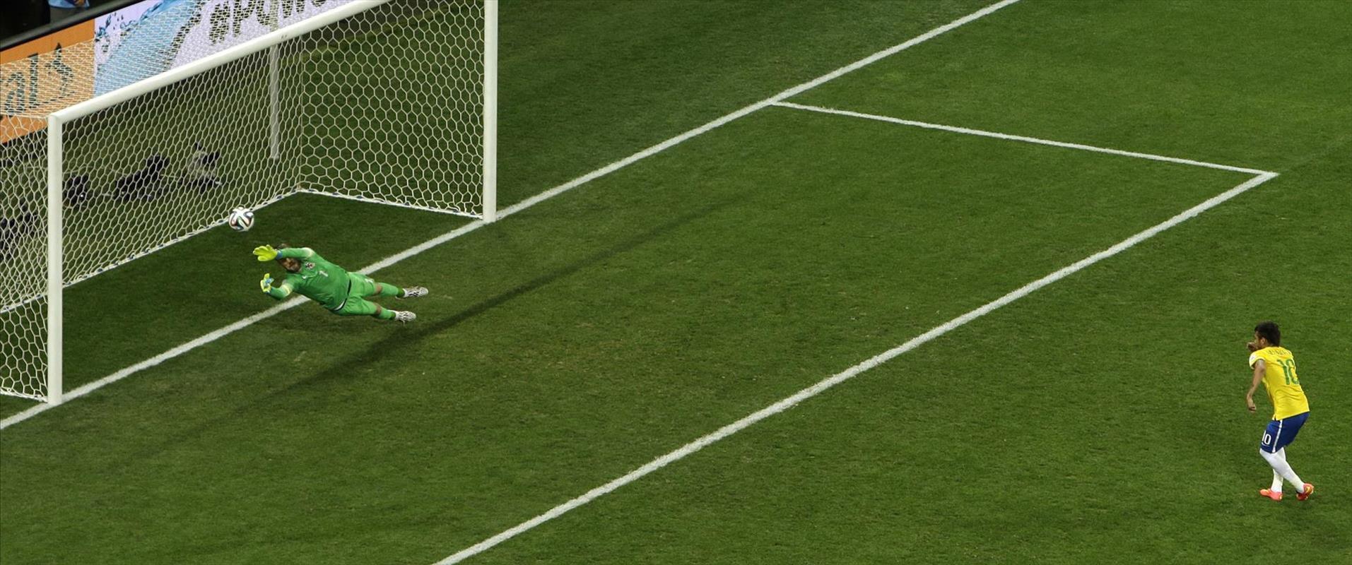 שחקן נבחרת ברזיל ניימאר כובש פנדל נגד נבחרת קרואטי