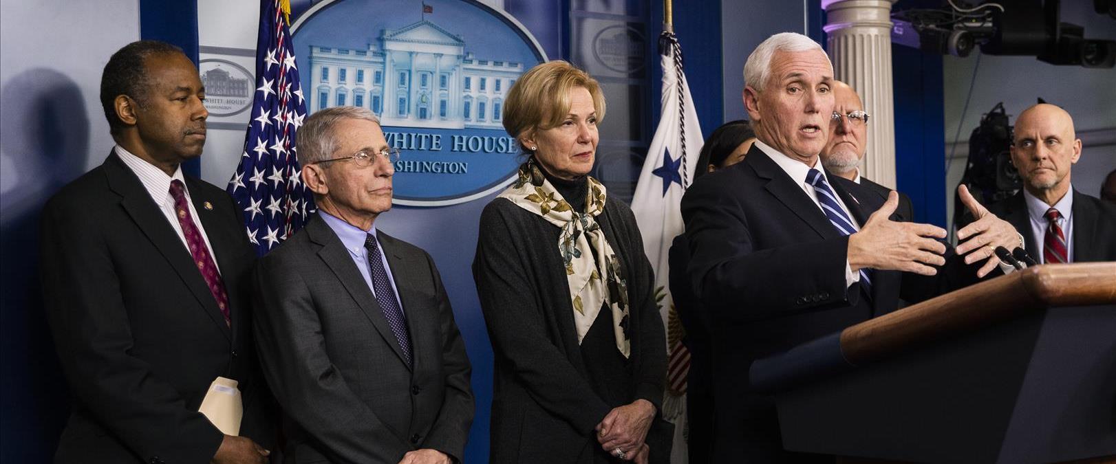 """סגן נשיא ארה""""ב מייק פנס וצוות הבית הלבן לטיפול בקו"""