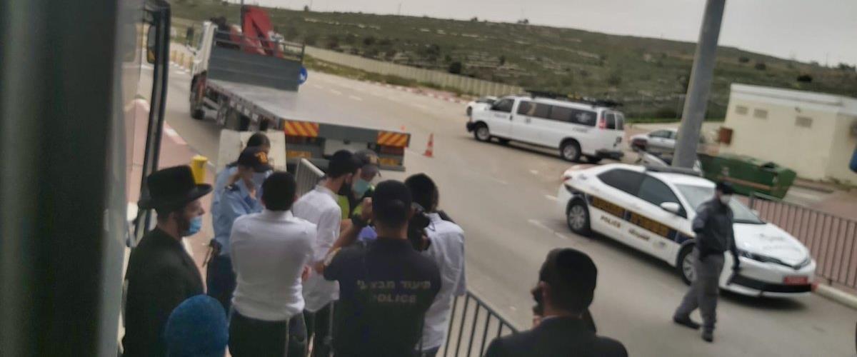 הנוסעים שהורדו במחסום 443