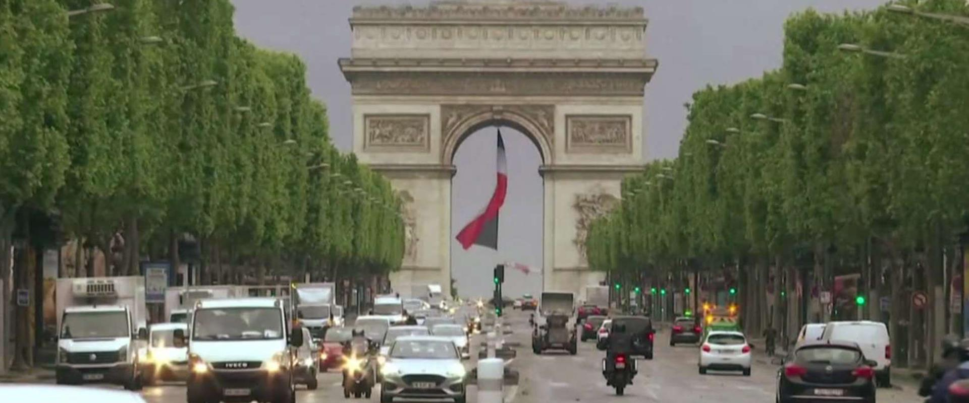 שער הניצחון בפריז, הבוקר