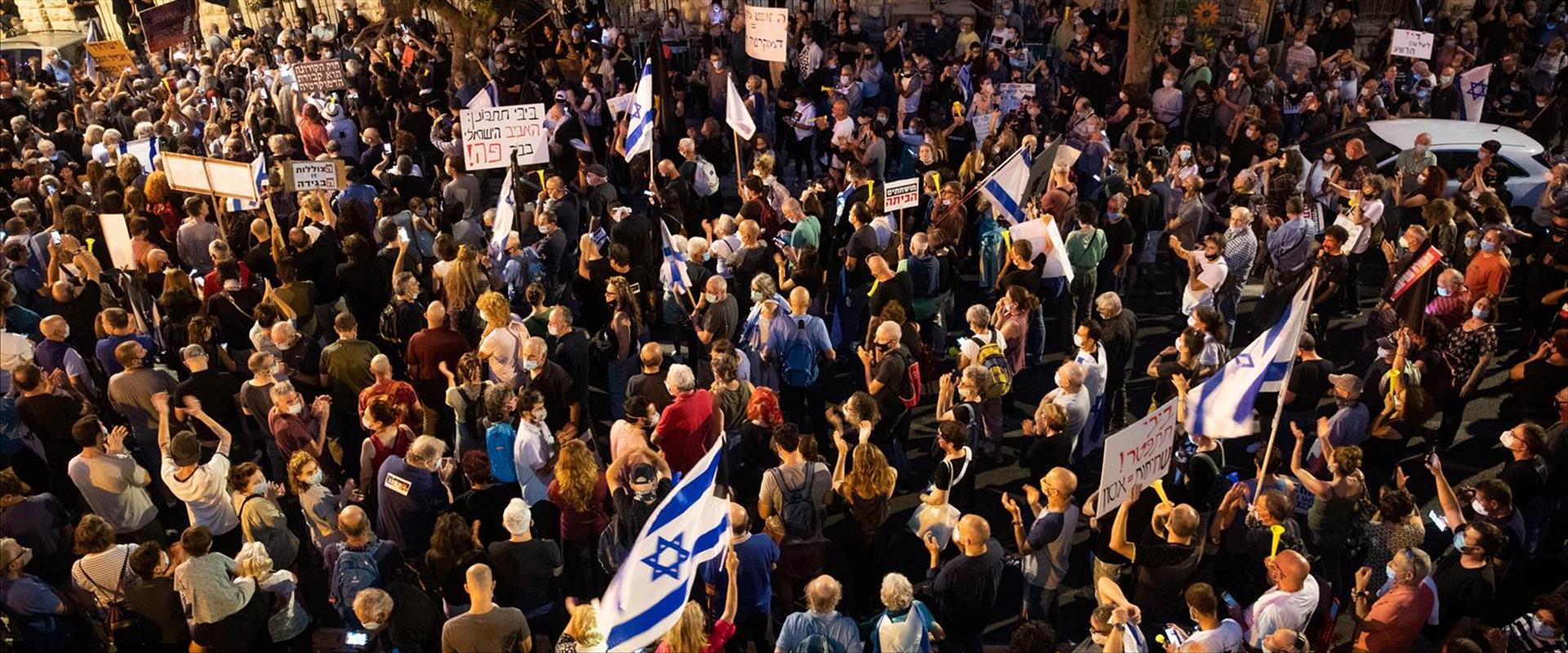 """מחאה מול מעון רה""""מ בירושלים"""