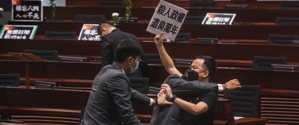 דיון סוער בבית המחוקקים בהונג קונג, 4.6.2020