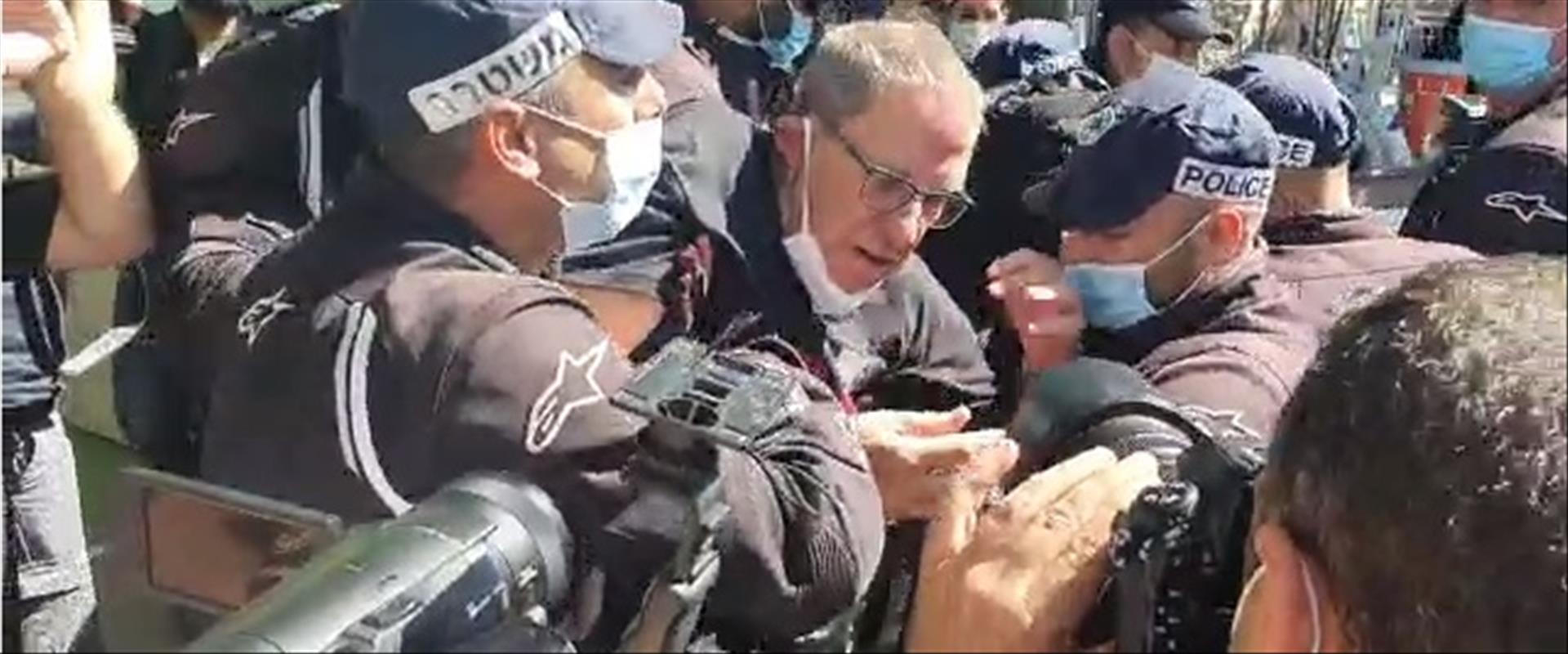 """פינוי מפגינים סמוך למעון רה""""מ בירושלים"""