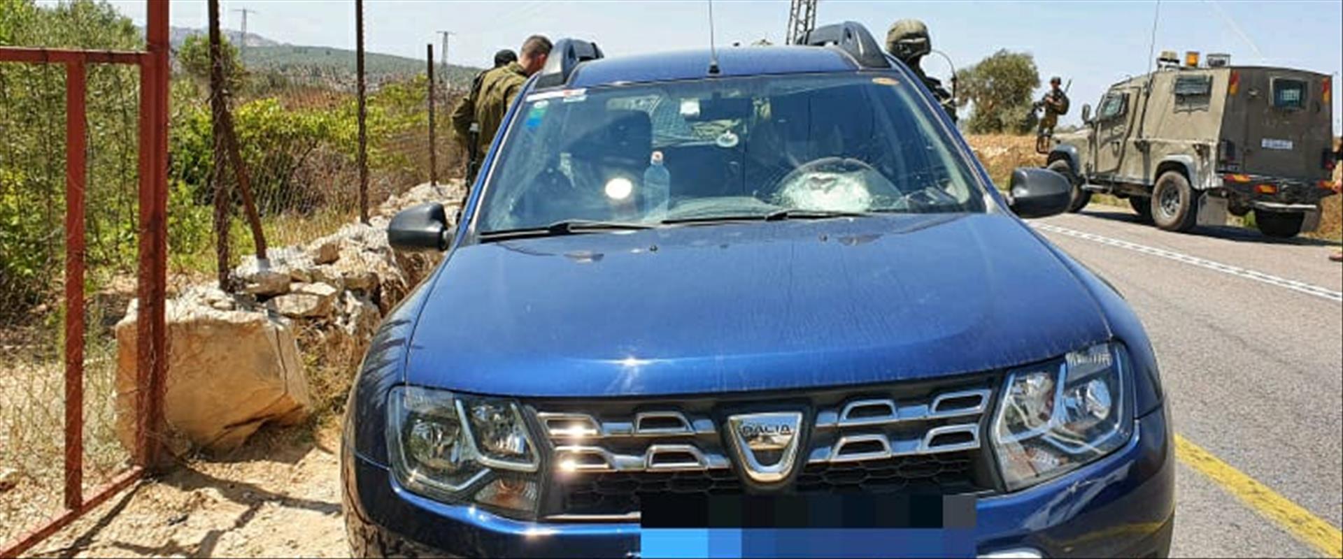 הרכב שנפגע מיידוי אבנים בשומרון