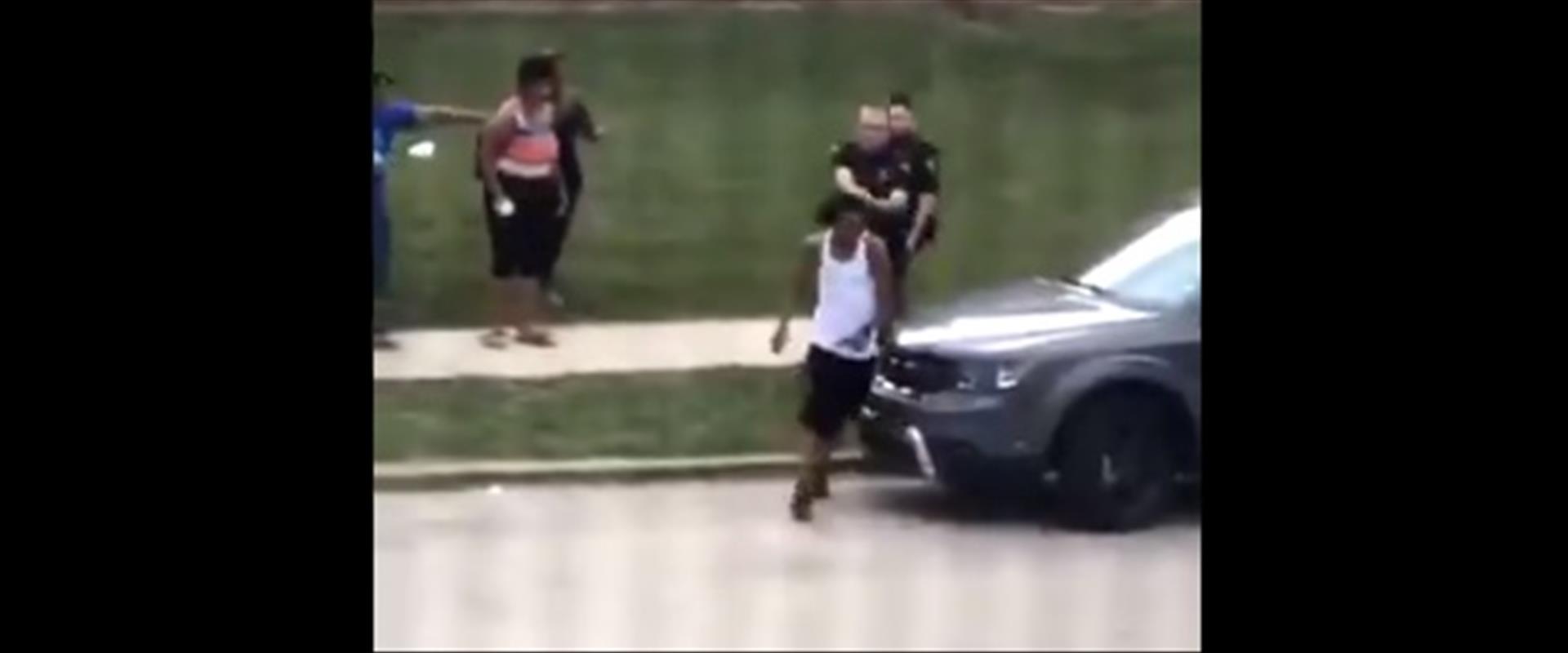תיעוד של שוטרים יורים באדם שחור בוויסקונסן