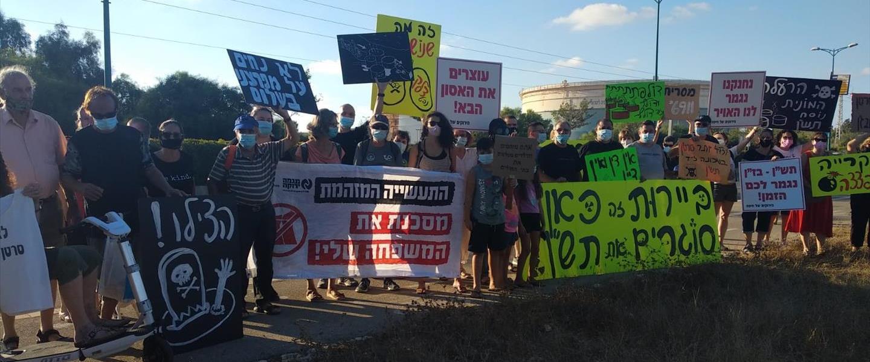 תושבי חיפה מפגינים נגד הזיהום במפרץ