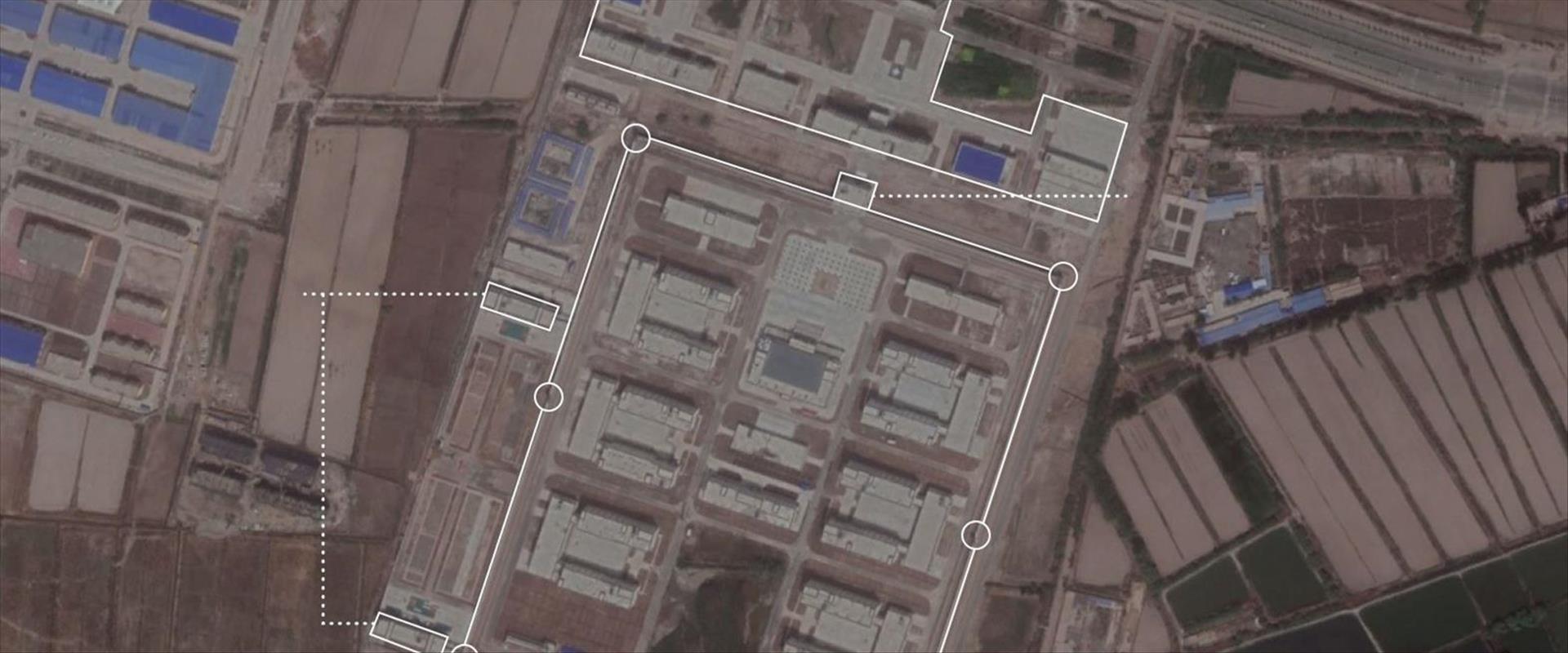 מחנה ריכוז במחוז שינג'יאנג, כפי שנחשף בתצלומי הלוו