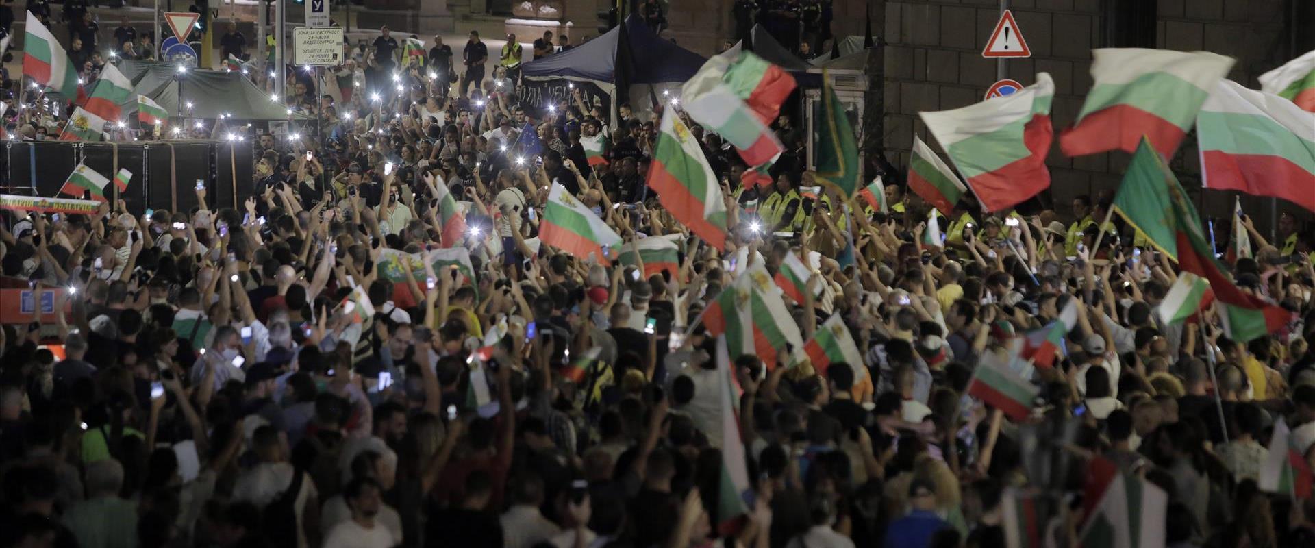 הפגנות מחוץ לבניין הפרלמנט בסופיה, הלילה
