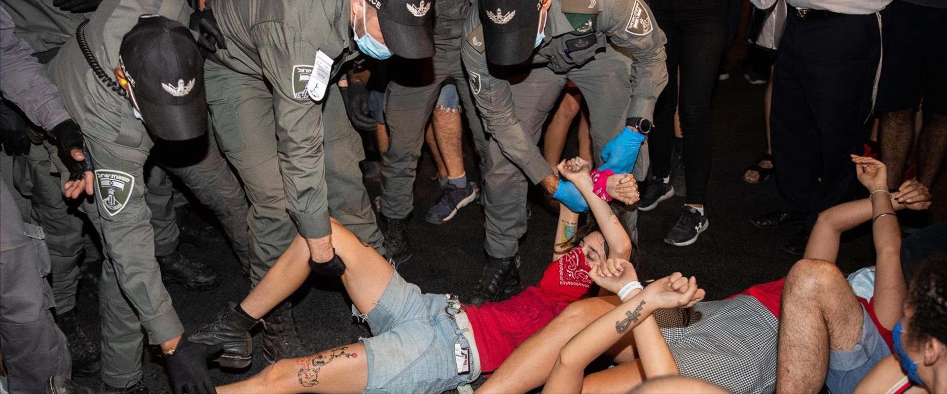 """מעצרים במחאות מול מעון רה""""מ, הלילה"""