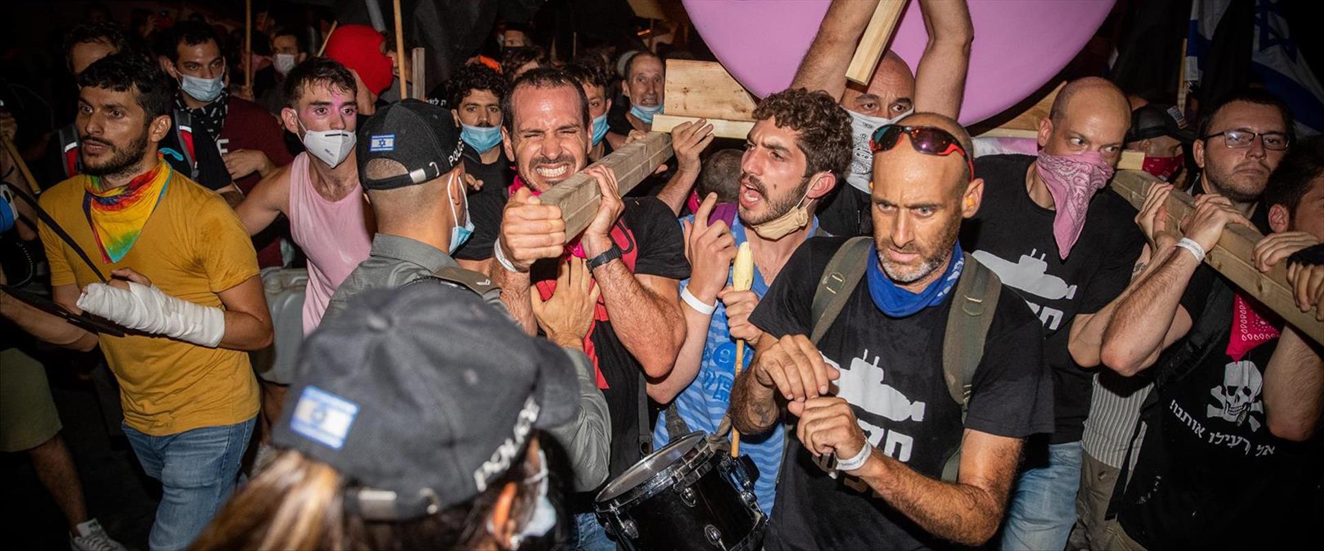 שוק מחנה יהודה סגור, חודש מרץ