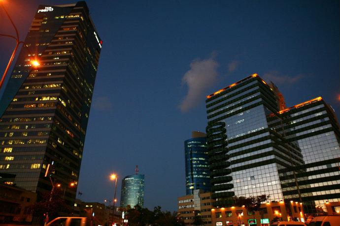 משרדים בתל אביב. כל רשות מקומית צריכה 10 מ