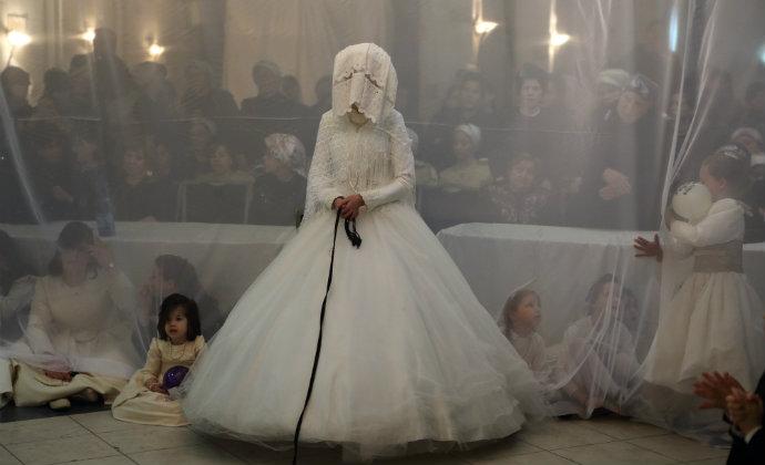 שנוררים רבים מנסים לגייס כסף כדי לחתן את ילדיהם. למצולמים אין קשר לכתבה (צילום: יעקב נעמי, פלאש 90)