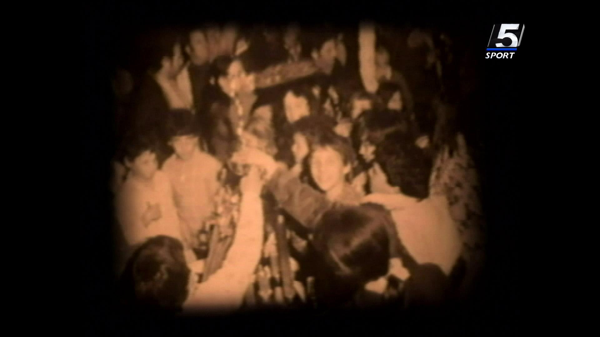 תושבי יגור מקבלים את שחקני הפועל גבת-יגור אחרי הנצחון. מתוך הסרט
